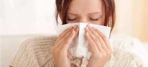 Cúbrase la boca y la nariz al estornudar