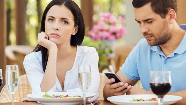 10 señales de que tu pareja te está engañando