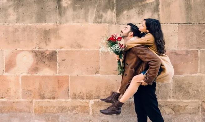 8 cosas que hace un hombre cuando está enamorado 3