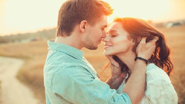 8 cosas que hace un hombre cuando está enamorado